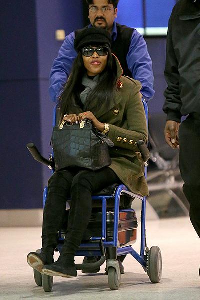 Картинки по запросу Наоми Кэмпбелл уже не встанет с инвалидного кресла