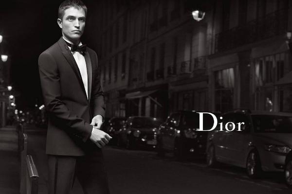 Роберт Паттинсон гуляет поПарижу в новейшей рекламе Dior