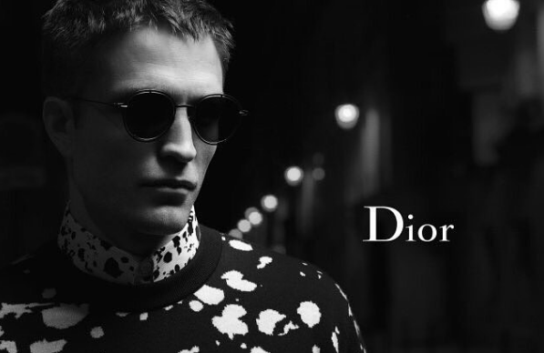Роберт Паттинсон погулял поночному Парижу для рекламы Dior