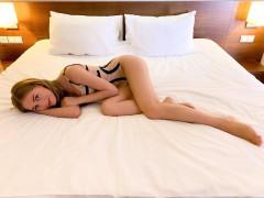 Кристина Асмус выложила фото из постели в купальнике