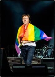 Пол Маккартни поддержал жертв теракта в гей-клубе в Орландо