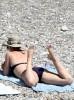 Кэти Перри в купальнике на пляже