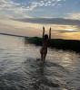 «Олина попа на вершине топа!» Серябкина устроила эротическую фотосессию в пруду
