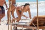 Арианни Селесте на пляже предпочитает находиться топлесс