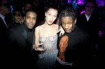 Белла Хадид порадовала посетителей вечеринки Dior голой грудью