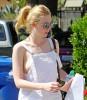 18-летняя Эль Фаннинг прогулялась с голой грудью по улицам Лос-Анджелеса