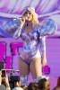 Кэти Перри шокировала безумным концертным костюмом