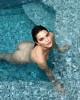 Кендалл Дженнер порадовала голым фото из бассейна
