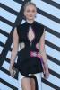 Звезда «Игры престолов» Софи Тёрнер на модном показе в Париже