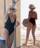 40-летняя Малин Акерман на пляже в купальнике