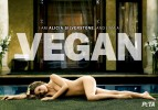 Алисия Сильверстоун разделась в поддержку вегетарианства