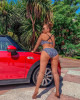42-летняя Анфиса Чехова устроила эротическую фотосессию у автомобиля