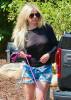 Аврил Лавин прошлась по улицам Лос-Анджелеса без нижнего белья