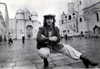 Ретрофото. Элтон Джон пляшет вприсядку на Красной площади. 1979 год