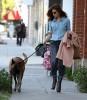 Ева Мендес выгуливает пса на улицах Западного Голливуда