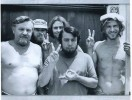 Ретрофото. Харрисон Форд (крайний справа) в бытность плотником на строительстве киностудии Sergio Mendes. 1970 г.