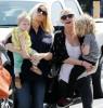 Джессика и Эшли Симпсон гуляют со своими детьми