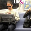 Кэти Холмс в нью-йоркском метро