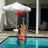Яна Кошкина сбросила купальник в бассейне