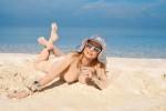 Голая Лена Ленина на пляже