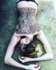 Любовь Толкалина показала татуированную хной спину и кусочек попы