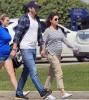 Беременная Мила Кунис на прогулке с Эштоном Катчером