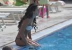 Певица Нюша в бассейне