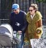 Джейсон Судейкис и Оливия Уайлд гуляют с полугодовалым сыном на улицах Манхэттена