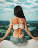 43-летняя Анна Плетнёва показала голую попу в ползающих джинсах