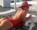 Настасья Самбурская поделилась откровенным фото, на котором ее попа выглядят гладкой, как мрамор