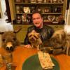 Арнольд Шварценеггер завел себе домашний зоопарк. Теперь у него есть пони, осел и собака