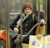 Том Хэнкс перемещается по Нью-Йорку на метро