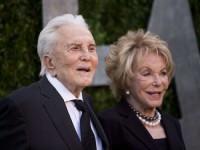 Отец Дугласа в честь 99-летия пожертвовал $15 млн