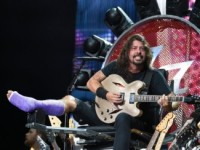 Ортопед Дэйва Грола выступил на концерте Foo Fighters (ВИДЕО)