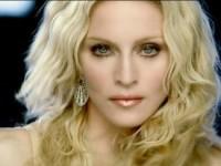 Мадонну освистали за приставания к актрисе на сцене