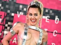 Майли Сайрус поразила откровенными нарядами на MTV Video Music Awards 2015 (ФОТО)