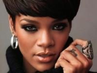 Рианна стала первой темнокожей музой известного бренда (ФОТО)