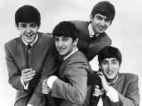 В Сеть попала неизвестная съемка из гримерки The Beatles (ВИДЕО)