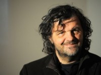 Эмир Кустурица заставил парижан петь гимн России