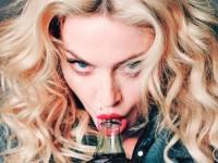 Мадонна прилюдно обнажила несовершеннолетнюю фанатку (ВИДЕО)