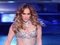 Дженнифер Лопес сразила публику откровенным платьем (ФОТО)