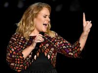 Адель посвятила песню жертвам лондонского теракта