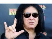 Лидер Kiss присвоил себе «козу»