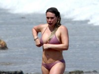 Потолстевшая Хилари Дафф в бикини на пляже (20 ФОТО)
