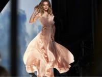 Наталья Водянова представила платье из отходов (ВИДЕО)