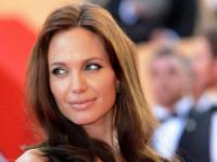 Джоли спродюсирует детские новости для BBC