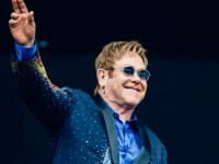 Элтон Джон отменил концерт из-за болезни