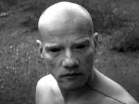 Юрий Колокольников сыграл инопланетянина в новом клипе группы «Мумий Тролль»