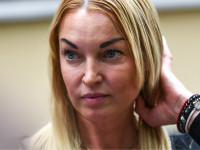 Анастасия Волочкова нахамила подписчице и пригрозила не опускать ноги до 60 лет