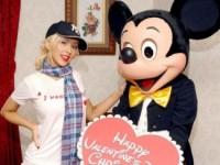 Кристина Агилера набросилась на Микки Мауса с нецензурной бранью